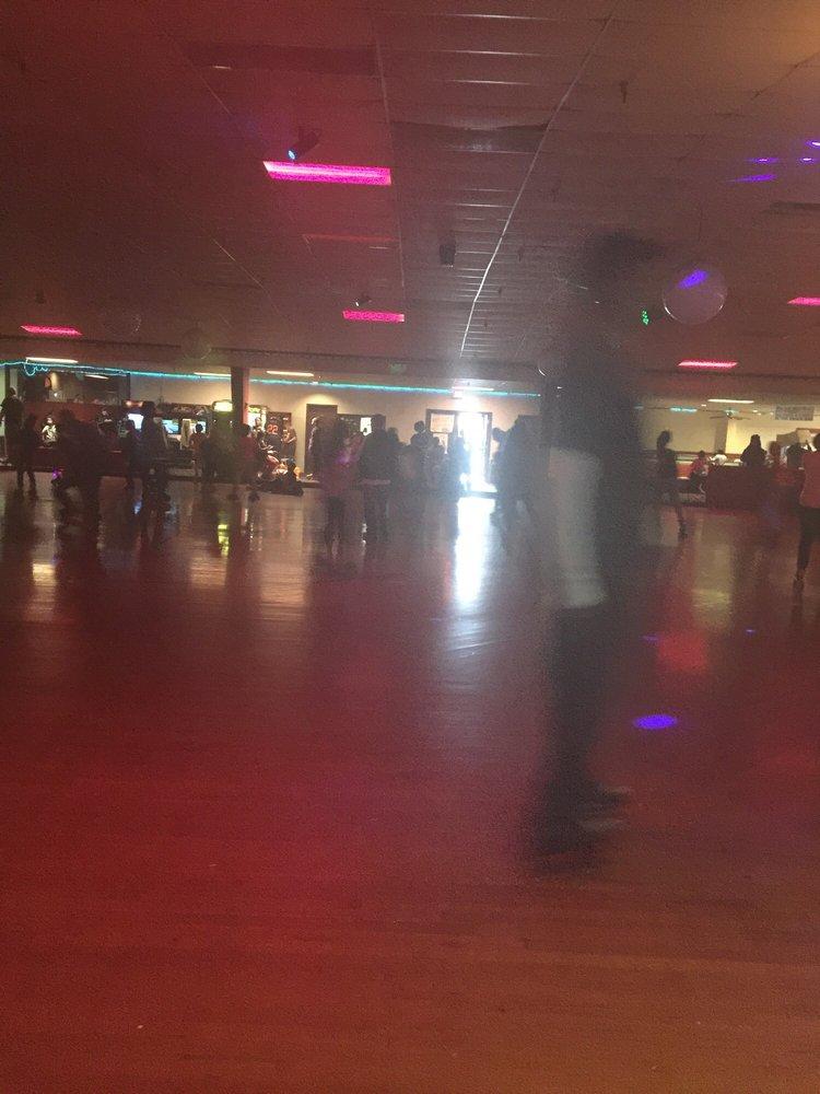 Skate World: 6310 Preston Hwy, Louisville, KY