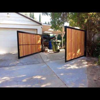 Signature garage doors gate repair 82 photos 450 for Garage door repair los angeles ca