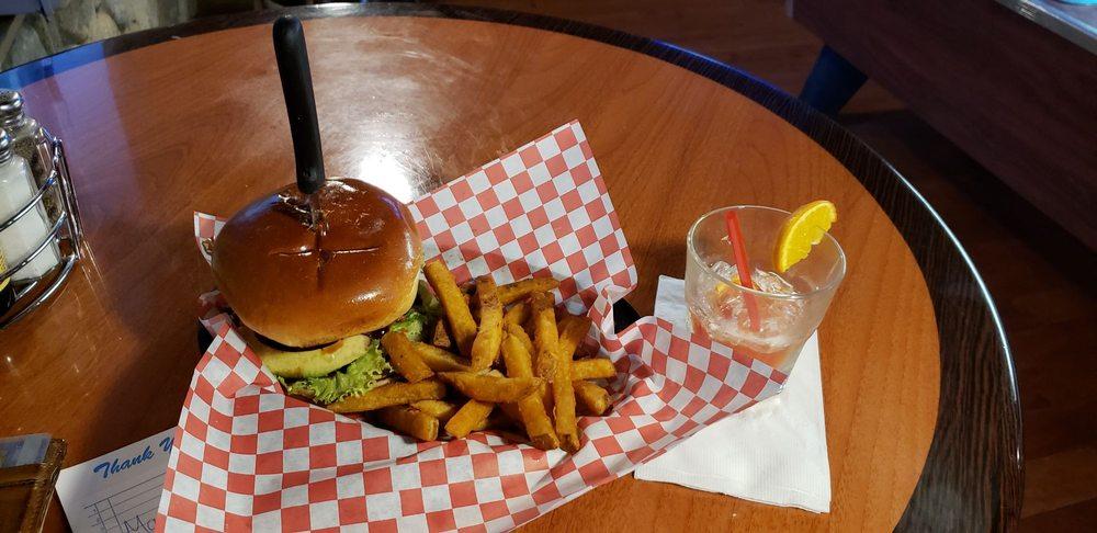 Kallans Bar and Grill Sugarloaf: 44761 Barton Ln N, Sugarloaf, CA