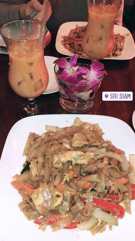 Sri Siam Thai Restaurant: 337 Columbia Turnpike, East Greenbush, NY