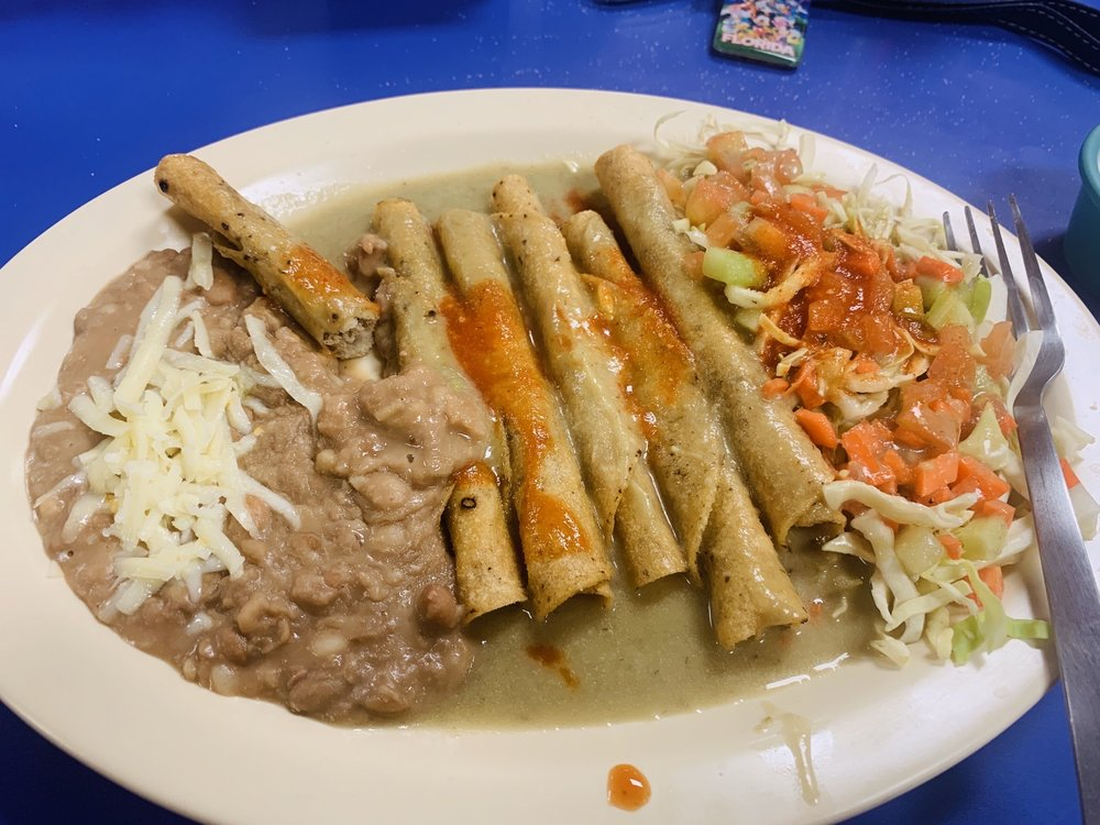 Vic's Flautas y Tortas: 308 Franklin St, Anthony, TX