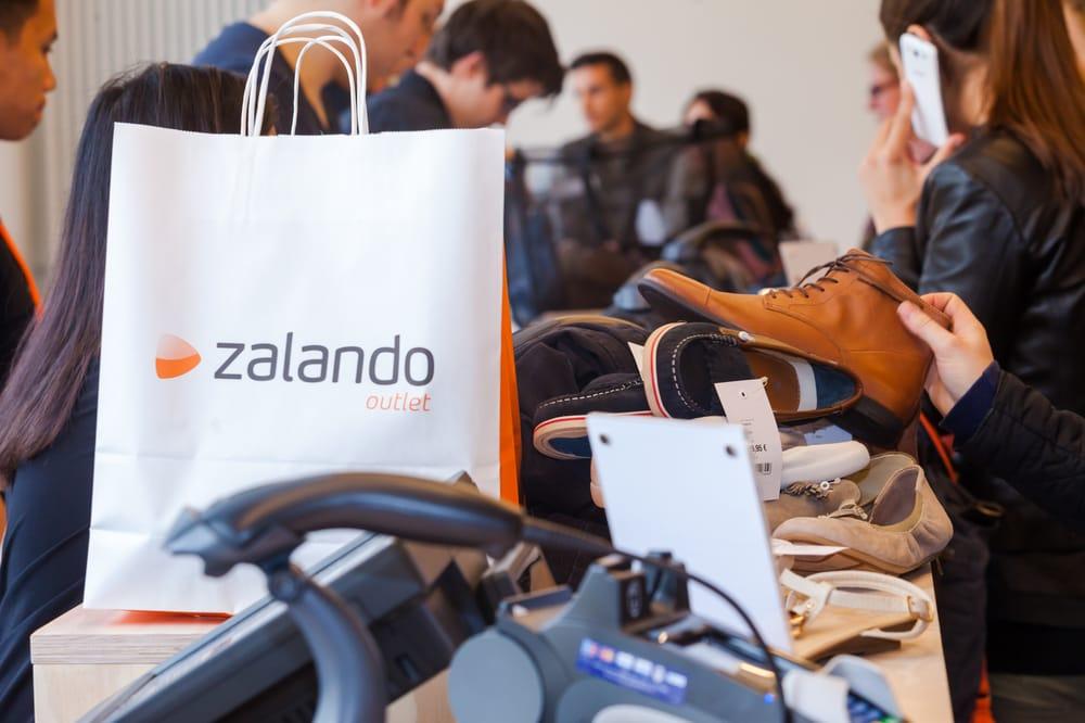 buy popular 28436 47f82 Zalando Outlet Shopping Bag - Yelp