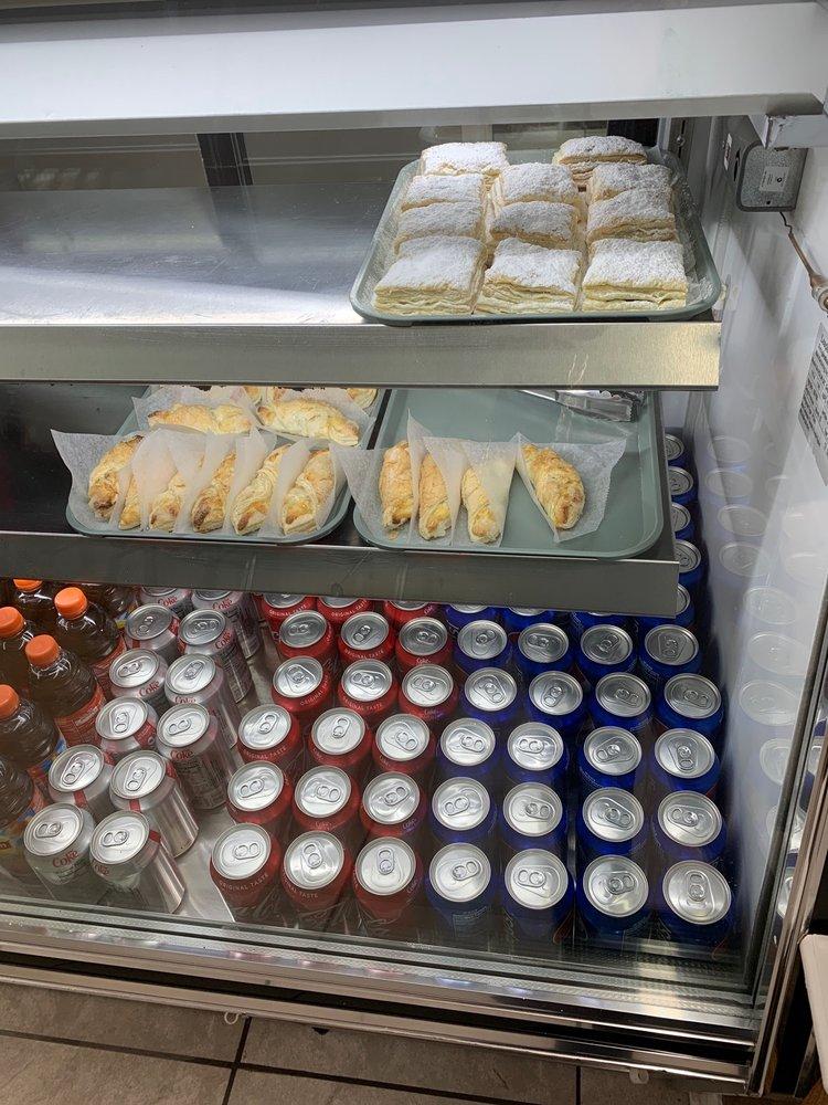 Food from Aquí Como Yo