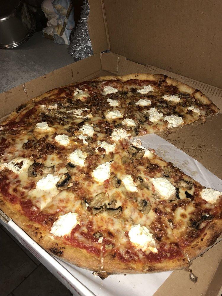 Farina Restaurant & Pizzeria: 516 Rte 80, Guilford, CT