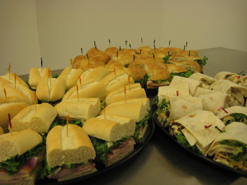 Caleri's Cafe & Bakery - Roanoke: 321 N Main St, Roanoke, IL