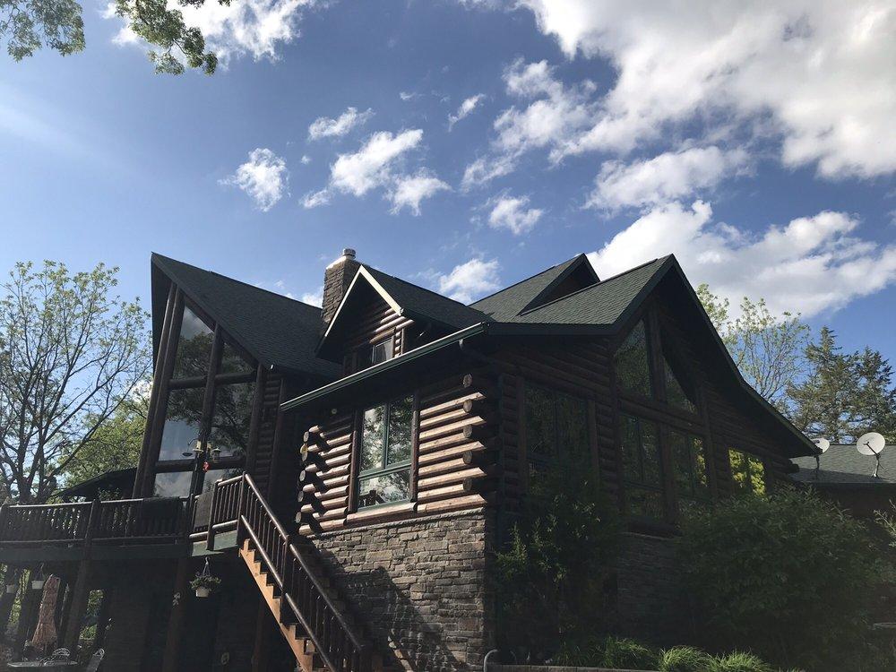 Quiet Walker Lodge Bed & Breakfast Inn: 16432 Paradise Valley Rd, Durango, IA
