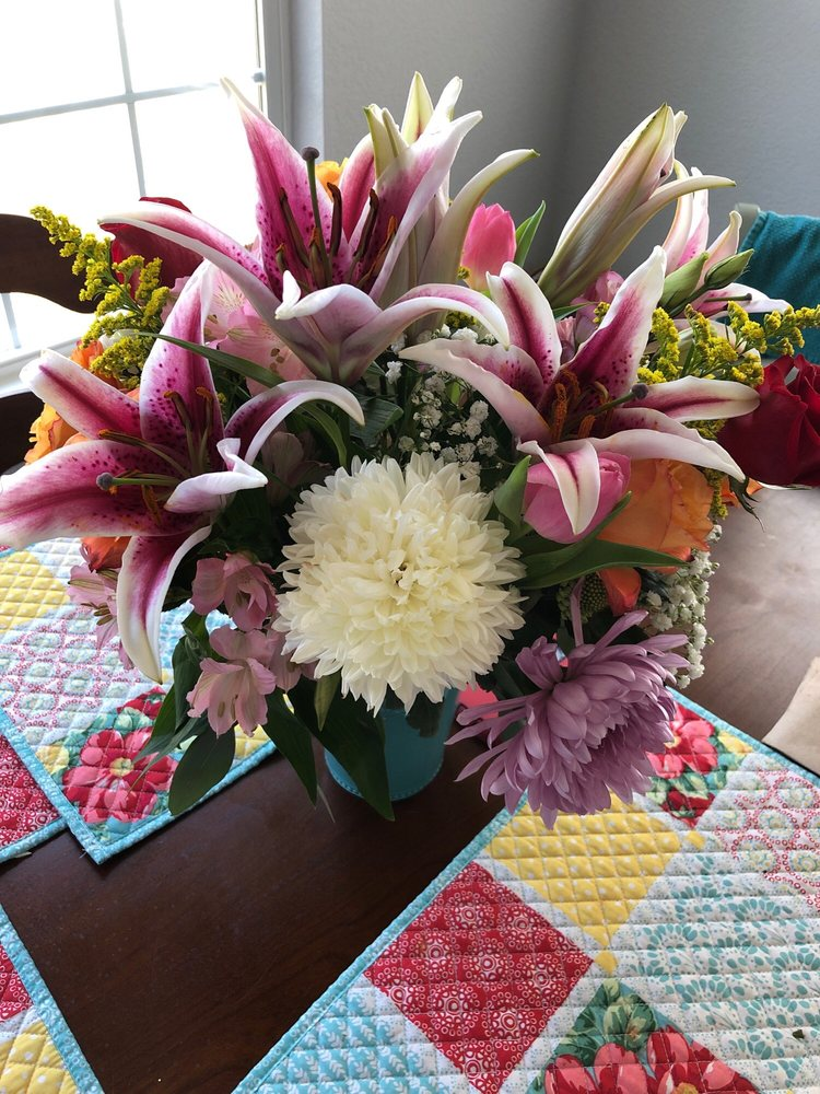 Currituck Flowers: 130 Arabian Ln, Moyock, NC