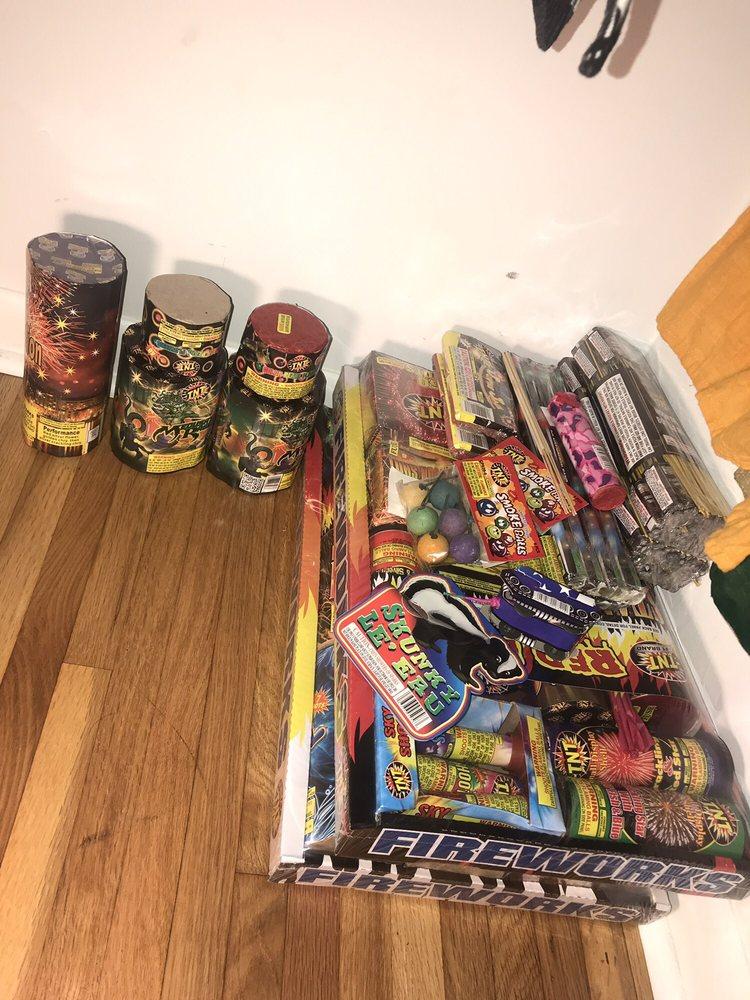 TNT Fireworks Lavergne: 5016 Murfreeboro Rd, Lavergne, TN
