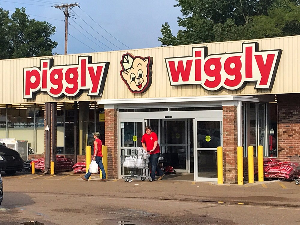 Larson's Piggly Wiggly: 323 S Main St, Water Valley, MS
