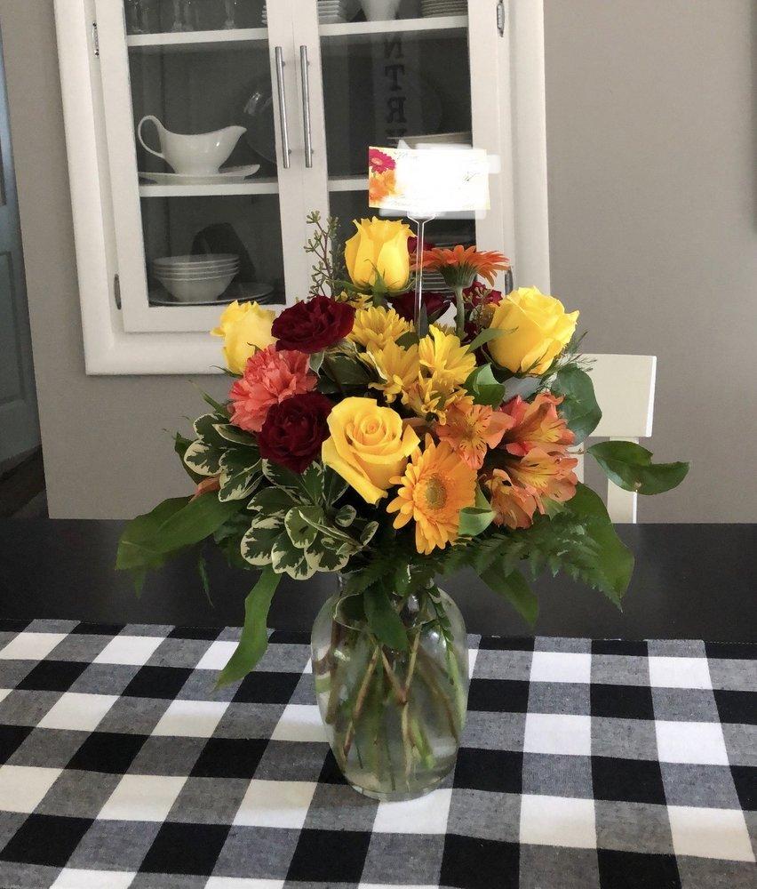 Austin's Florist: 360 S Main St, Freeland, MI