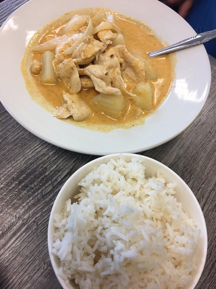Ploy Thai Bistro: 807 W Davis St, Cle Elum, WA