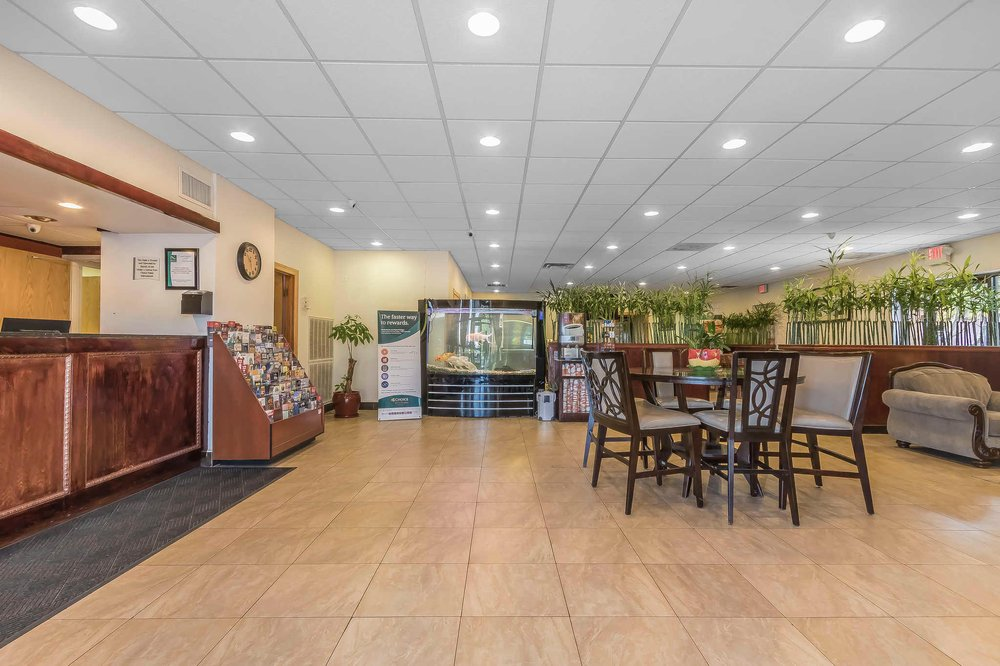 Quality Inn: 2420 Hwy 46 South, Dickson, TN