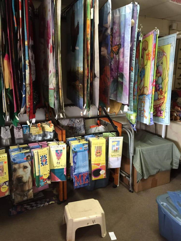 American Farm Feed Gift & Tack: 717 NE 5th St, Crystal River, FL