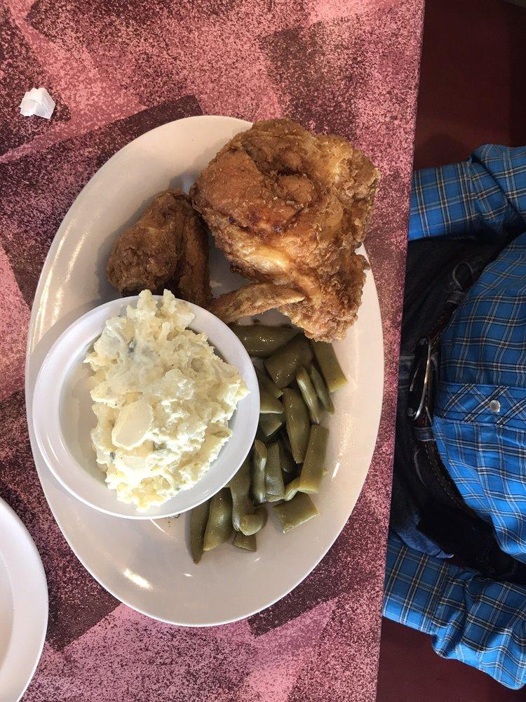 Takis Diner: 609 Pearl St, Darlington, SC