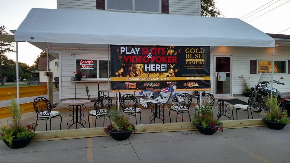 Sandy's Place: 504 N Walnut St, Le Roy, IL