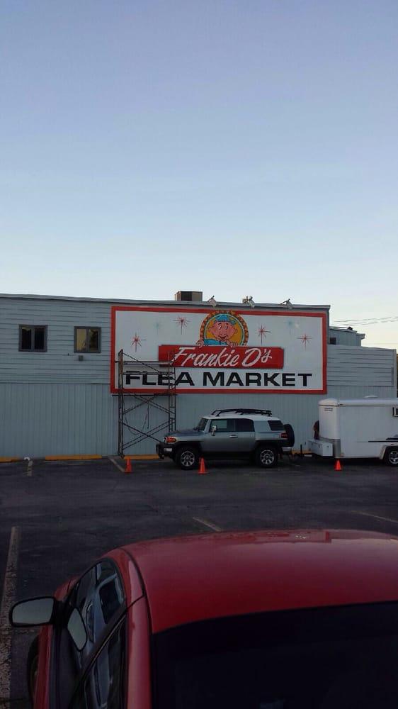 Frankie D's Fleamarket: 3430 N Broadway Ave, Muncie, IN