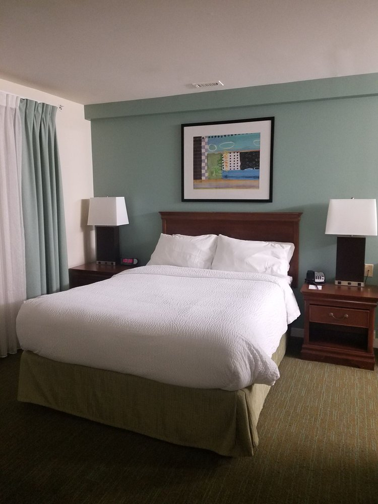 Residence Inn by Marriott Herndon Reston: 315 Elden St, Herndon, VA