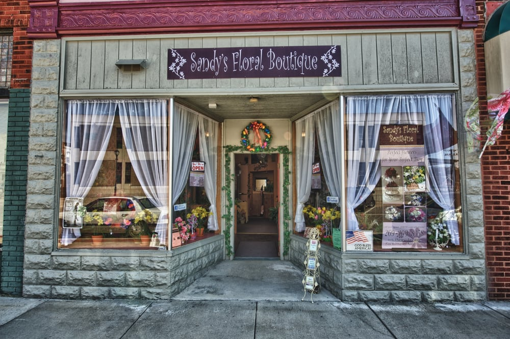 Sandys Floral Boutique: 105 Days Ave, Buchanan, MI