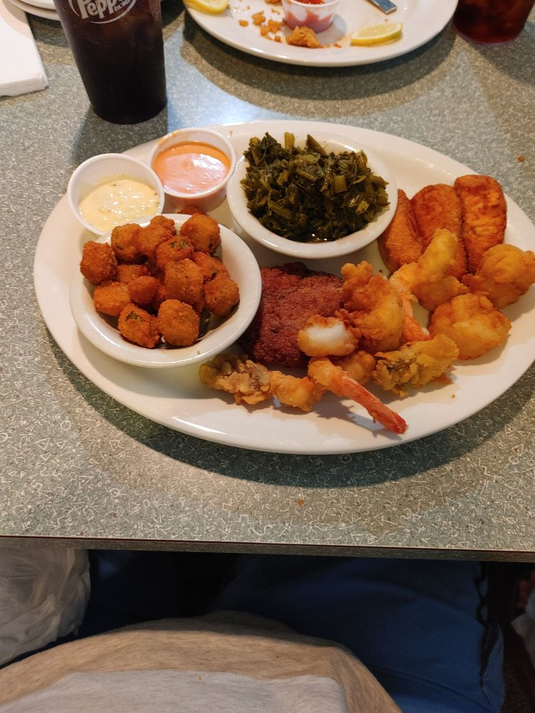 Musselwhite's Seafood & Grill: 125 S US Highway 17, East Palatka, FL