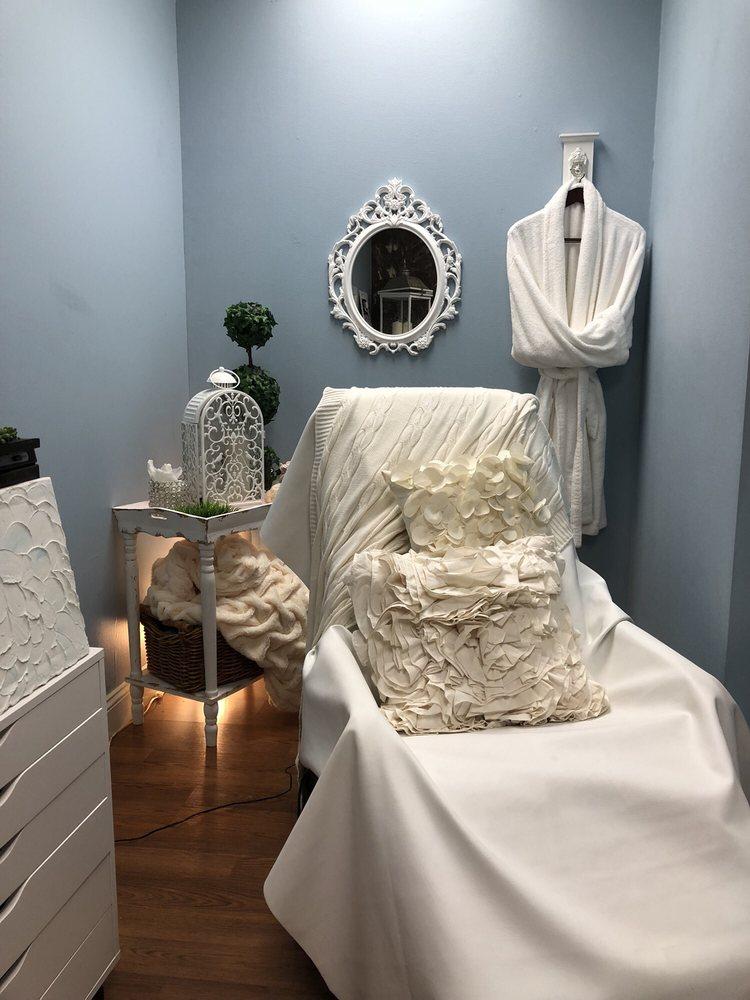 Rene'e Davila Salon & Spa: 110 Knapp Dr, Battle Creek, MI