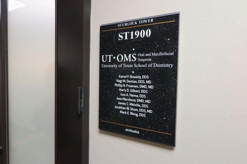 UT Oral and Maxillofacial Surgeons - Oral Surgeons - 6560