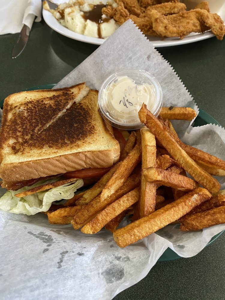 Carla's Cafe: 818 E Main St, Bismarck, MO