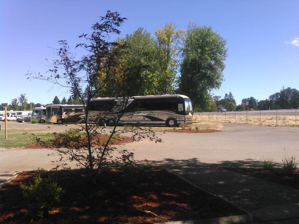 Meadowlark RV Park: 298 E Oregon Ave, Creswell, OR