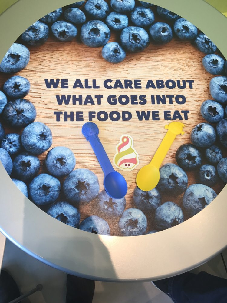 Menchie's Frozen Yogurt: 131 Colonie Ctr, Albany, NY