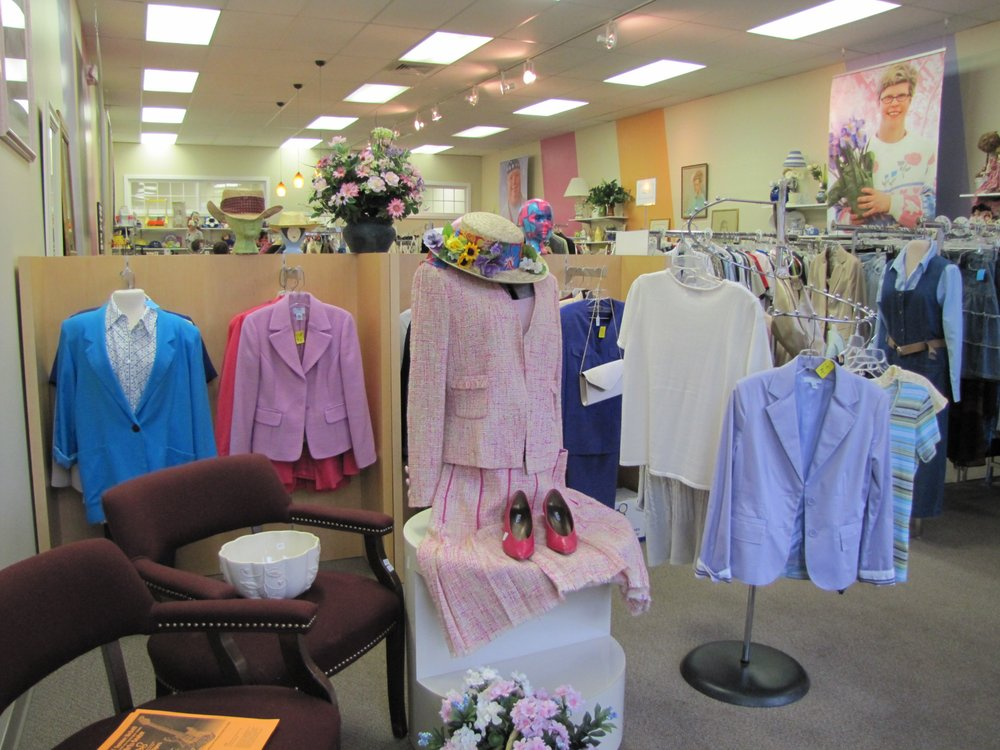 Favarh Thrift Shop: 250 Albany Tpke, Canton, CT