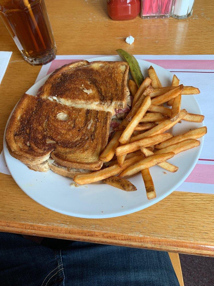 Michael's Restaurant: 970 New Castle Rd, Butler, PA
