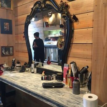 le petit salon 11 photos coiffeurs salons de coiffure 6 place saint jean saint jean. Black Bedroom Furniture Sets. Home Design Ideas