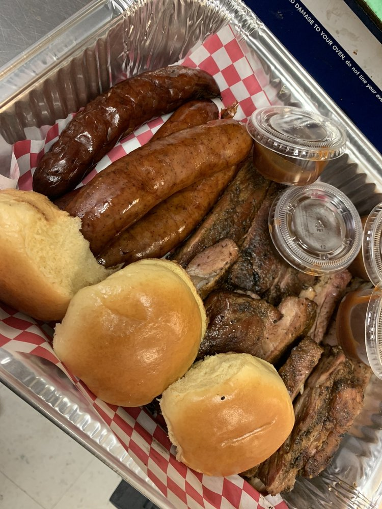 Tim Smokehouse BBQ: 1713 Clay St, Vicksburg, MS