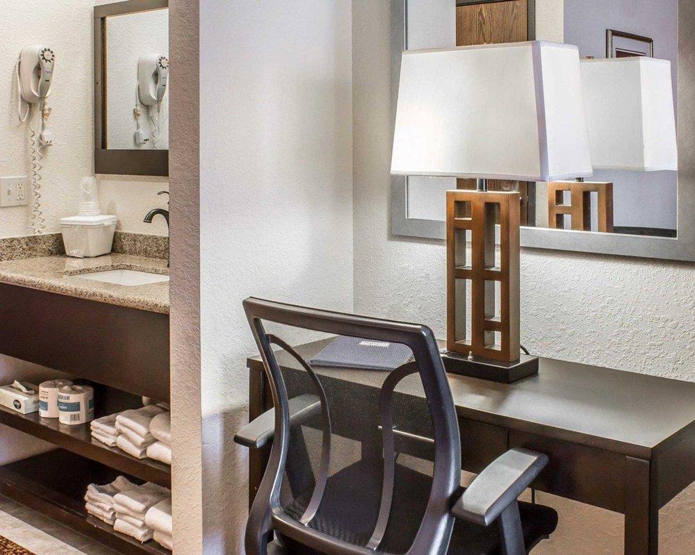 Rodeway Inn & Suites near Okoboji Lake: 1511 Okoboji Ave, Milford, IA