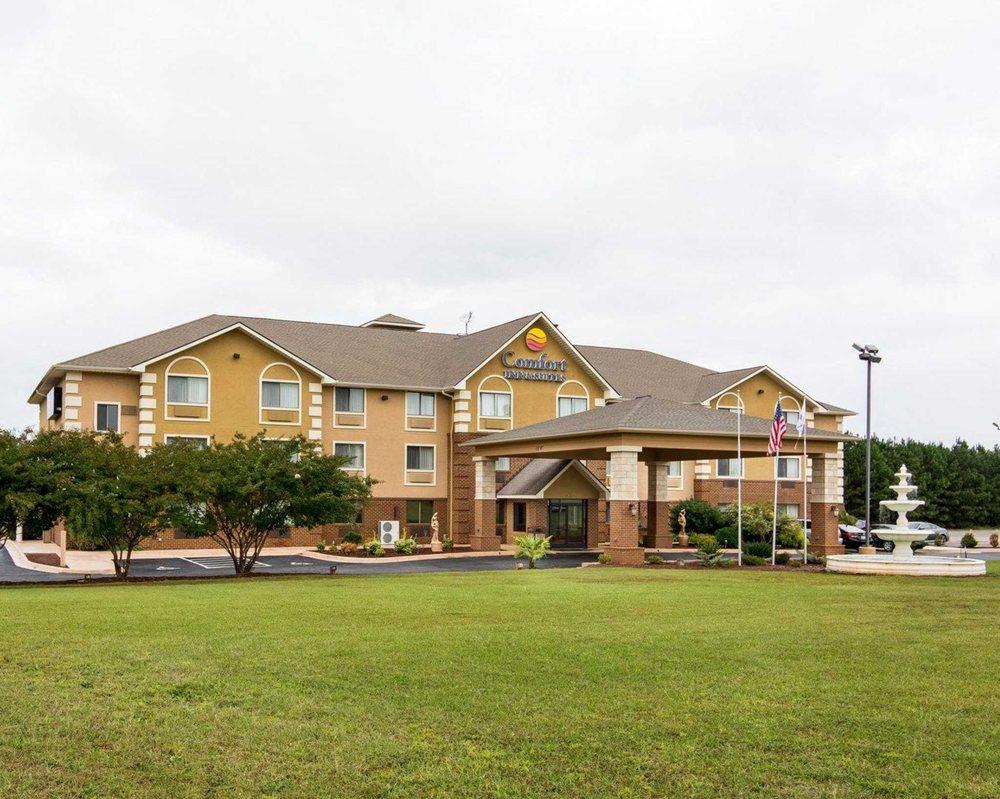 Comfort Inn & Suites: 250 Thompson St, South Hill, VA