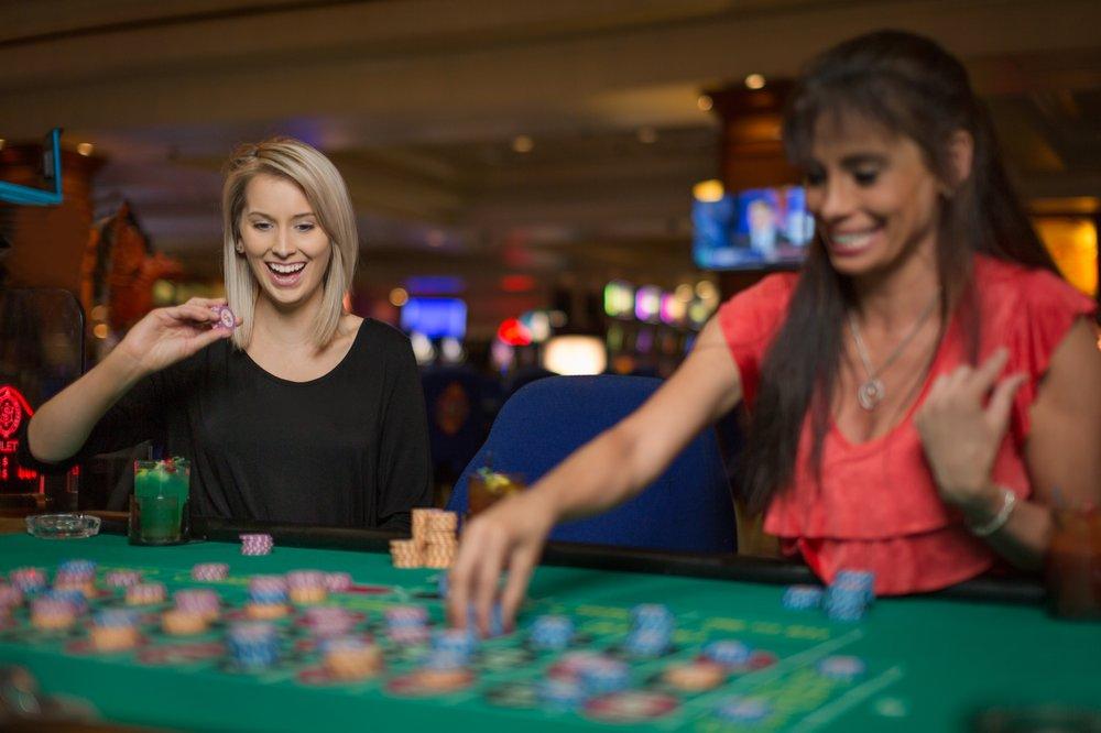 Silver Slipper Casino: 5000 S Beach Blvd, Bay Saint Louis, MS
