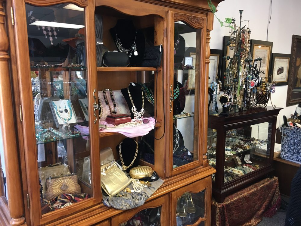 Clever & Chic Consignment Boutique: 1022 N US Hwy 1, Ormond Beach, FL