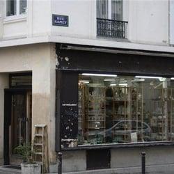 Brocante Sophie Dupont Antiquaires 49 Rue Ramey 18eme Paris