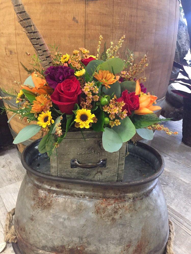 Aledo Flower Shop: 616 SE 3rd St, Aledo, IL