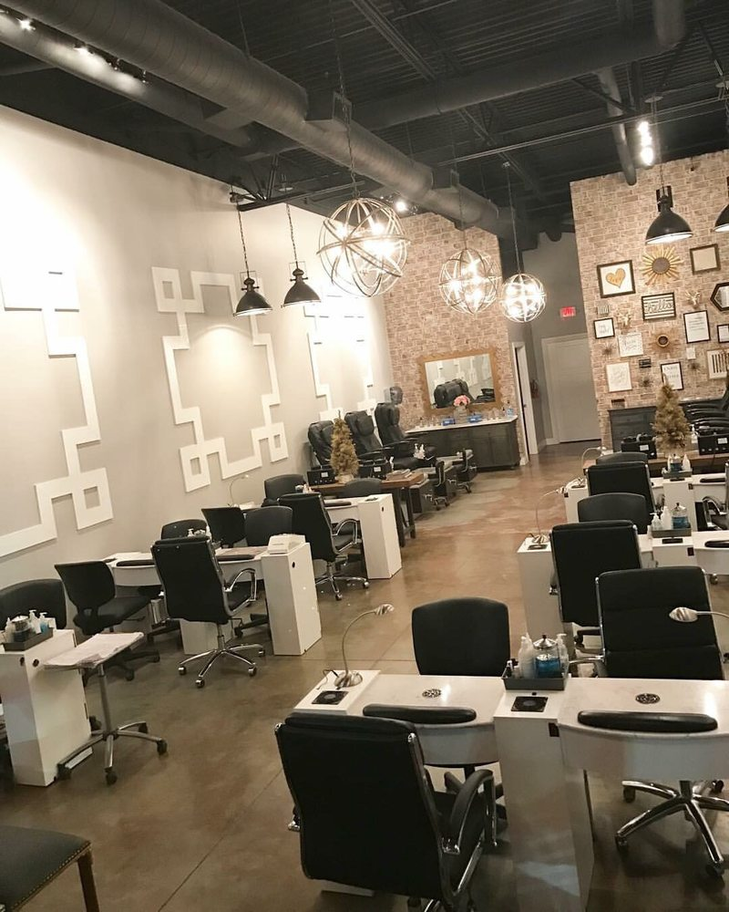 Gloss Nail Lounge: 3379 N College Ave, Fayetteville, AR