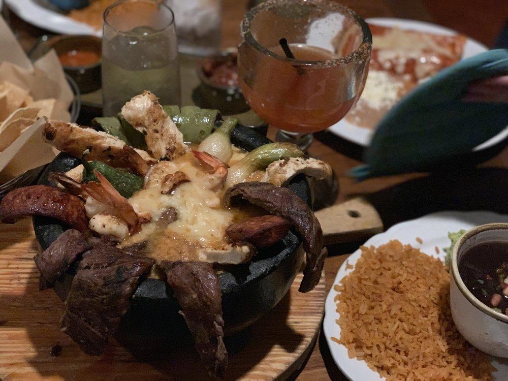 Maderos Cocina Mexicana: 231 S Pacific Coast Hwy, Redondo Beach, CA