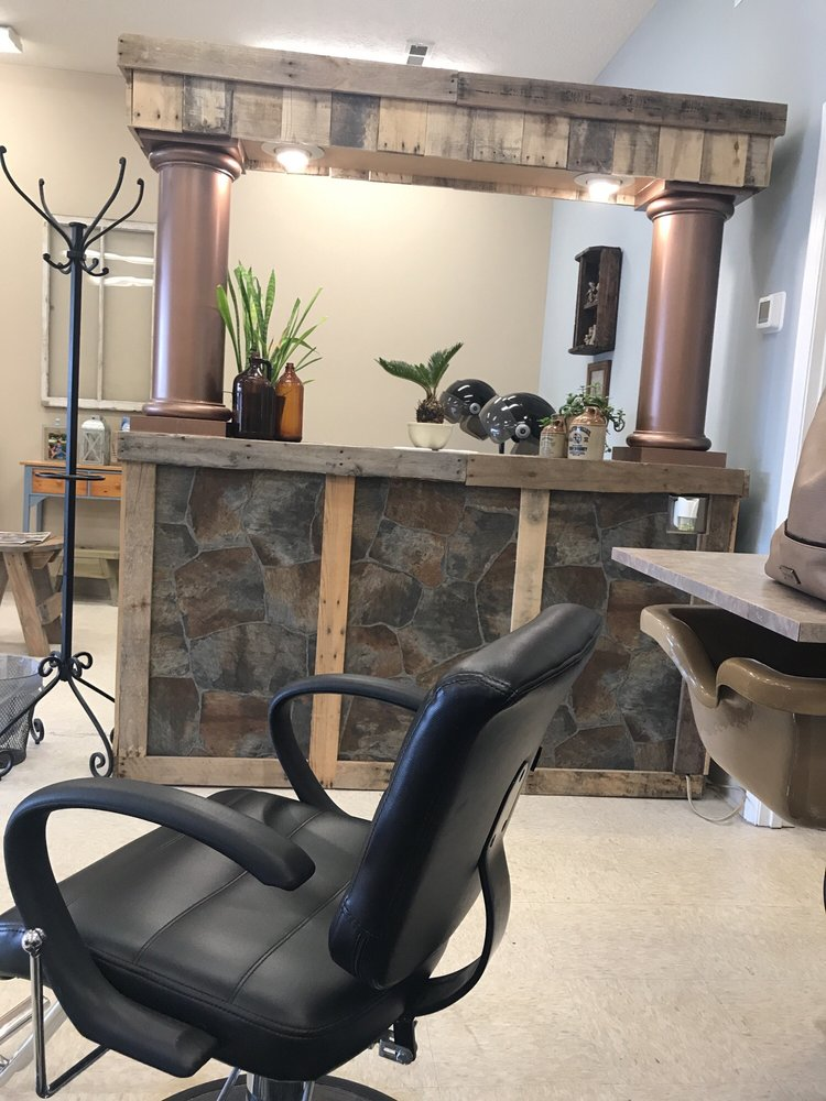 Country Roots Hair Salon: 3058 George Ii Hwy, Southport, NC