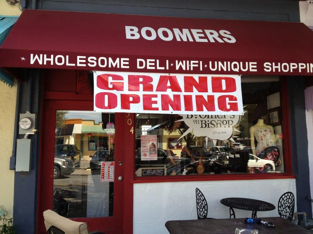 Boomers On Bishop: 504 N Bishop Ave, Dallas, TX