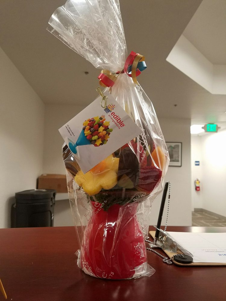 Edible arrangements 48 photos 72 reviews gift shops for Sf contact nackenkissen small