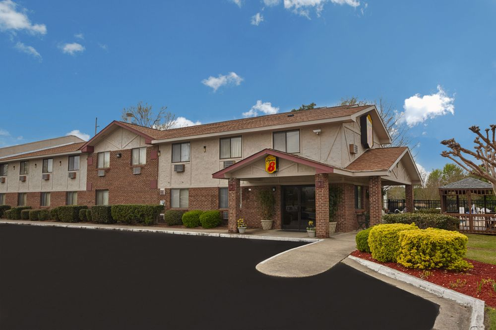 Super 8 by Wyndham Greenville: 1004 S Memorial Drive, Greenville, NC