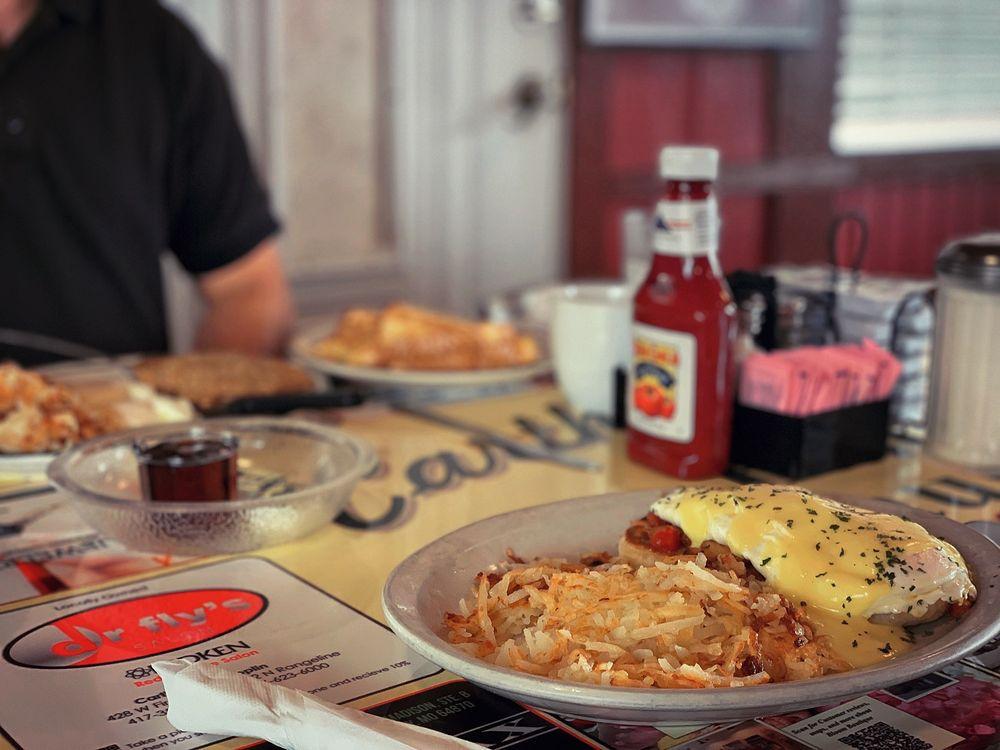 Carthage Family Restaurant: 125 N Garrison Ave, Carthage, MO