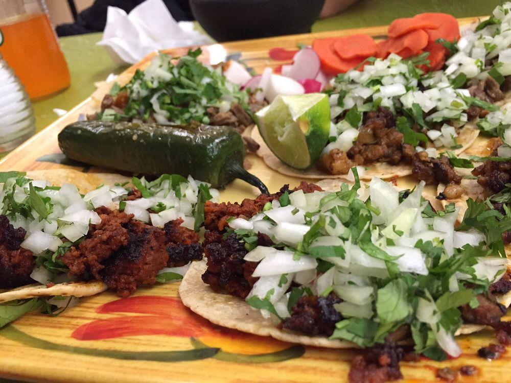 Tacos Y Mariscos Maravilla: 911 E State St, Marshalltown, IA
