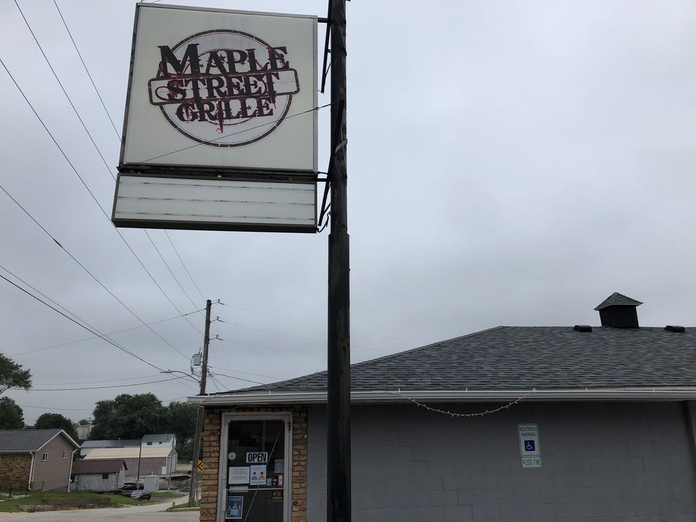 Maple Street Grille: 303 10th Ave, Orion, IL