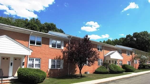 Glenwood Apartment Homes & Country Club: 35 Spruce Ln, Old Bridge, NJ