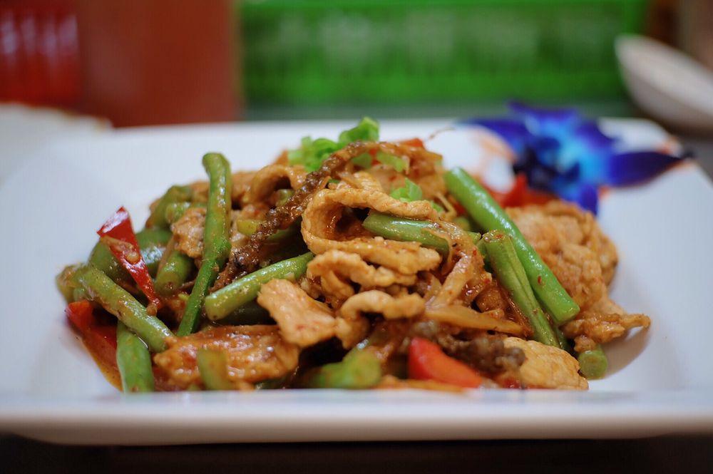 Thai Ocha Restaurant: 1616 Hopmeadow St, Simsbury, CT