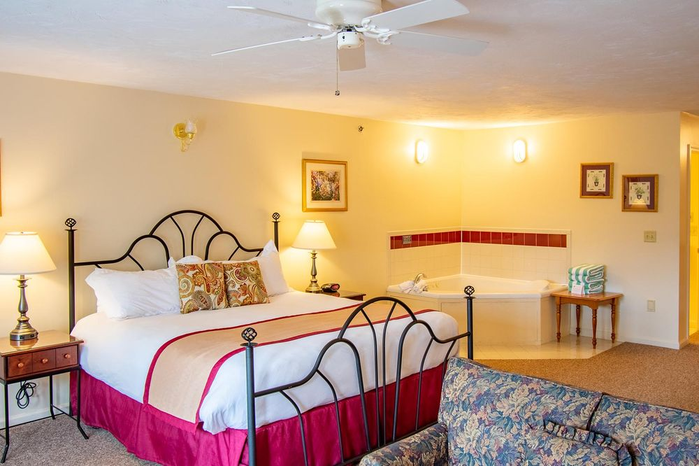 Eastern Slope Inn Resort: 2760 White Mountain Hwy, North Conway, NH